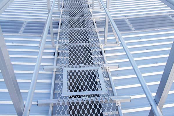 高层护栏图片_高铁栅栏定制