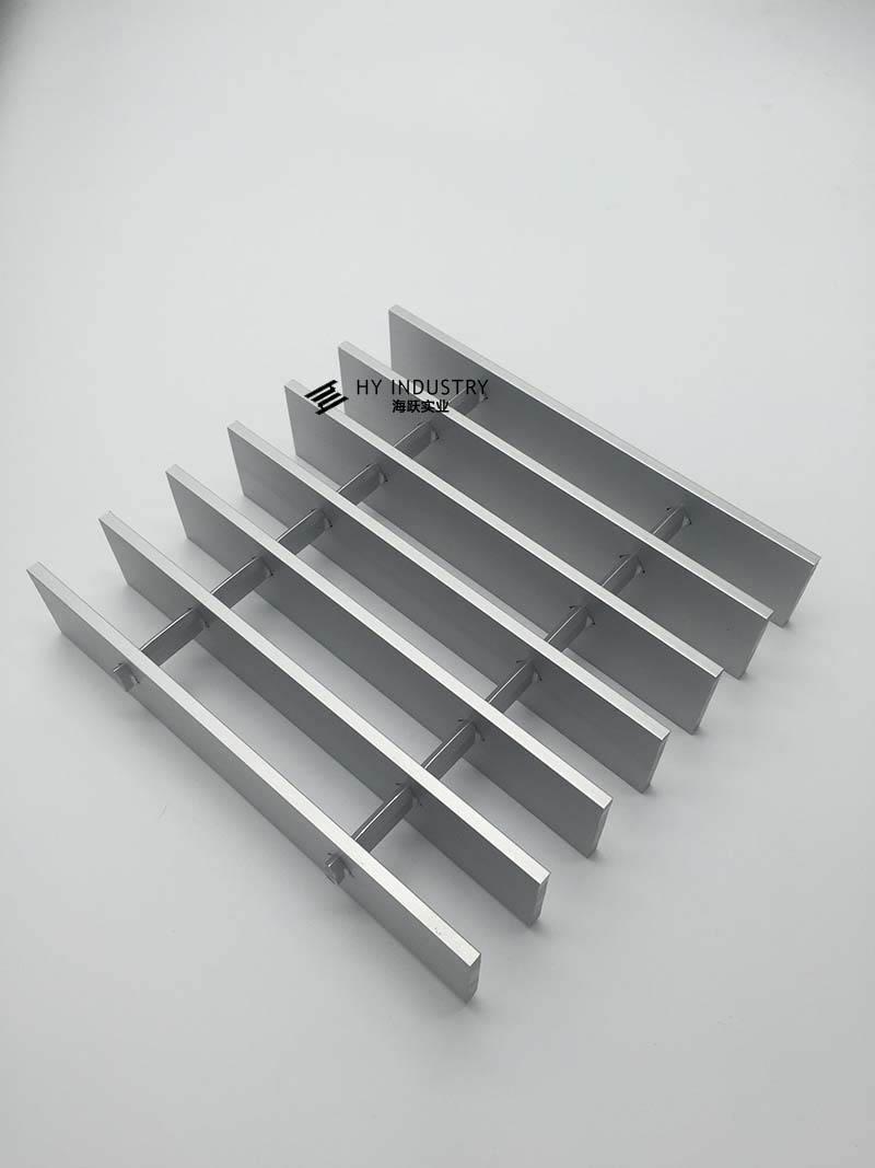 黑色成品铝格栅|铝通格栅
